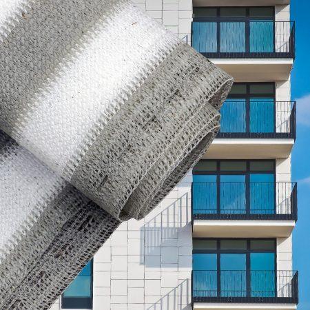 Erkélyponyva korlát takaró belátásgátló balkonháló 75 cm széles 6 méter hosszú fehér-szürke csíkos