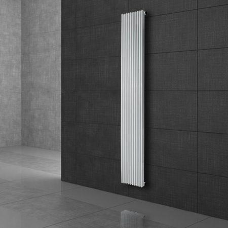 Modern formatervezésű radiátor 95x1500mm fehér színben, különleges hosszított és keskenyített design, stílusos megjelenés 447W teljesítmény